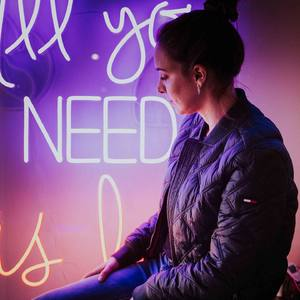 💫 ALL YOU NEED IS LOVE 💫  . . . ❤️FELIZ SAN VALENTÍN ❤️ . . LIGHTS AND WIRES NEON STUDIO  . . . Pic by @ariannape_deco  . . .